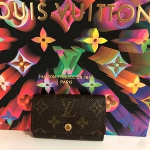 100% auth Louis Vuitton 6 Key ring card holder
